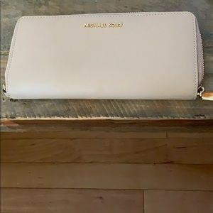 Michael Kors - Travel continental wallet